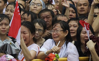 Photo of people gathered to send Mr Lee Kuan Yew on his final journey. Photo from UK Telegraph