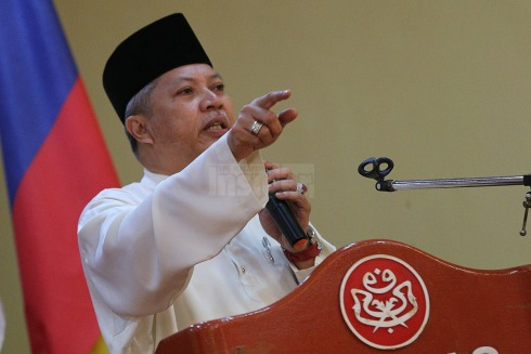 Tan Sri Annuar speaking at rally. Photo from Malaysian Insider.