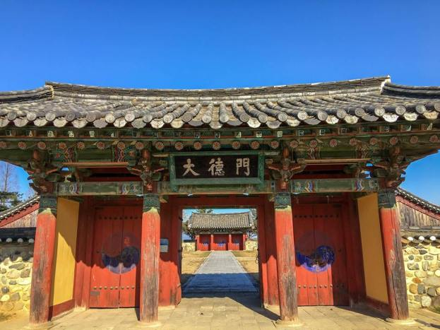 "PM's caption: ""Yangsanjae 杨山斋 Shrine in Tap-dong, Gyeongju, houses the ancestral tablets of the six village chiefs who came together to form the Silla kingdom."""
