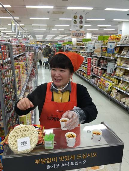 "PM's caption: ""This supermarket lady invited us to try her spicy seafood ramen. It tasted very good, so we bought some."""
