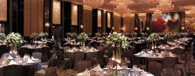 What a wedding banquet at Shangri-La Singapore looks like. Looks great? Yeah... but will set you back by at least $1,688 a table. Is it really worth it? Image from Shangri-La Singapore website